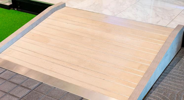 Rampe d'accès amovible en bois