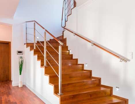 Rampe d'escalier et garde corps dans des escaliers