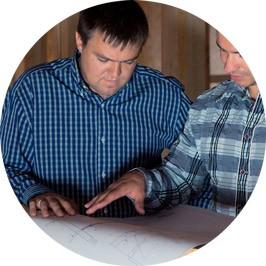 Ergothérapeute en discussion avec un expert MOBILAUG