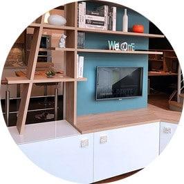 Meuble TV esthétique avec étagères traversantes