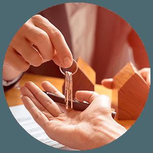 Bailleur privé tend des clés
