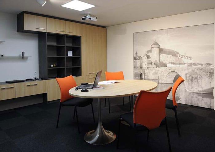 Salle de réunion adaptée aux personnes à mobilité réduite