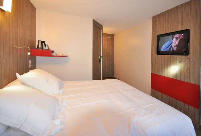 Chambre d'hôtel adaptée aux PMR