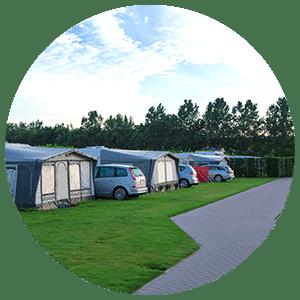 Camping avec revêtement au sol adapté aux PMR