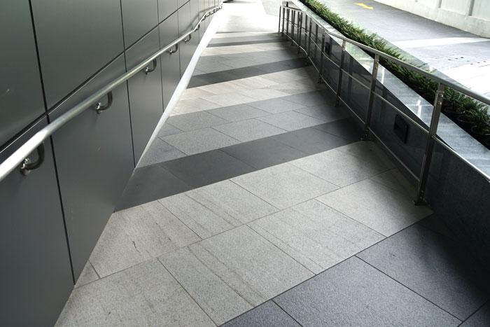 Rampe d'accès d'un immeuble
