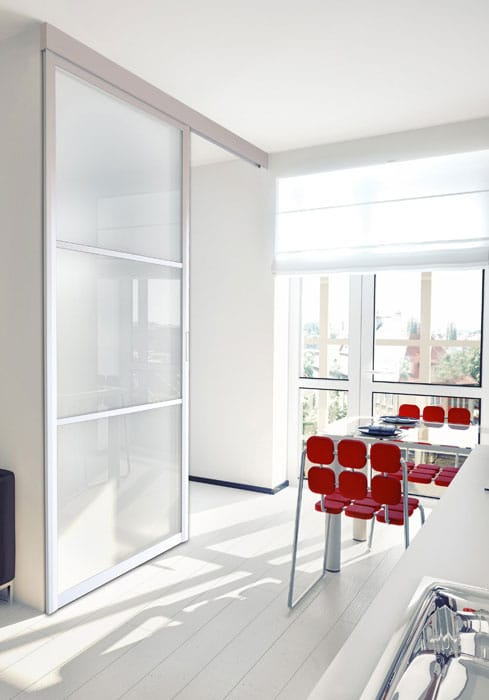 Salle de séjour avec sol en PVC antidérapant effet parquet